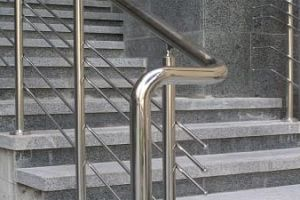 Поручні з нержавіючої сталі - особливості конструкції